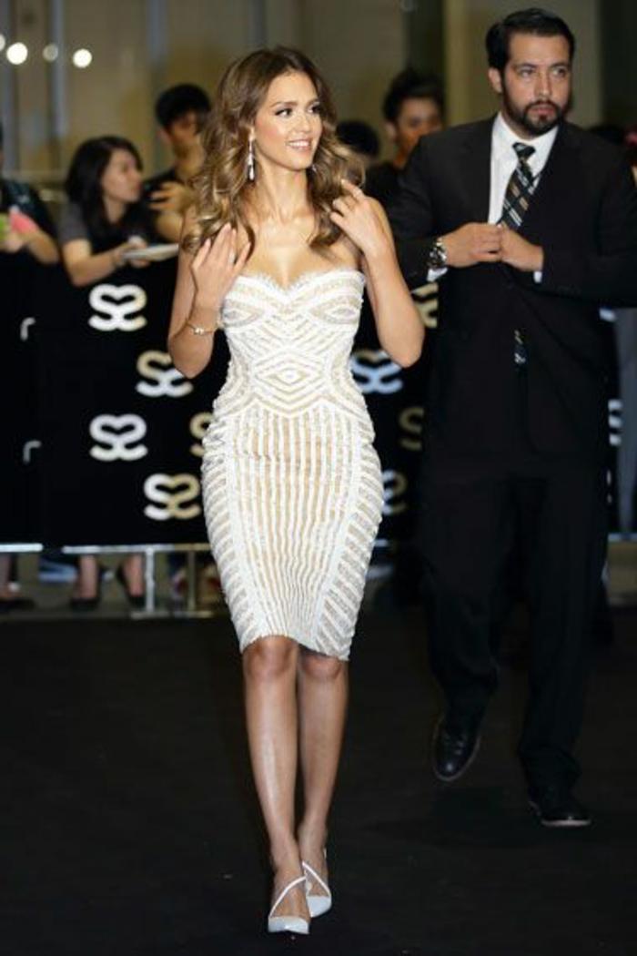 robe-cocktail-court-pas-cher-beige-blanc-portée-pour-les-filles-modernes