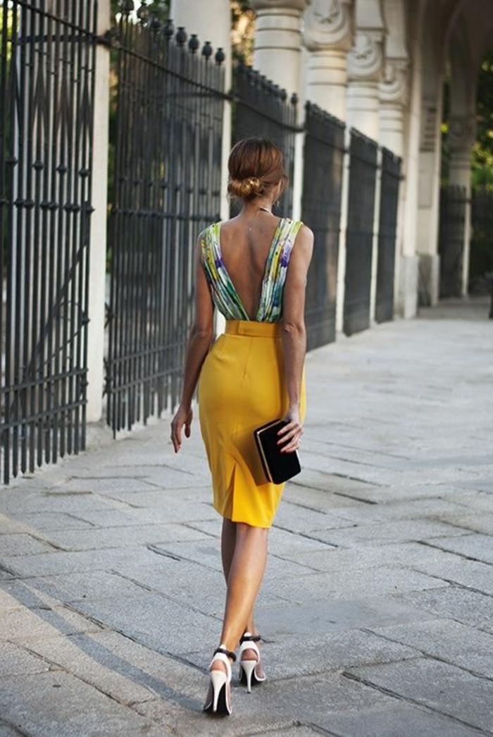 robe-de-soire-jaune-foncé-pour-les-filles-modernes-talons-hauts-elegants
