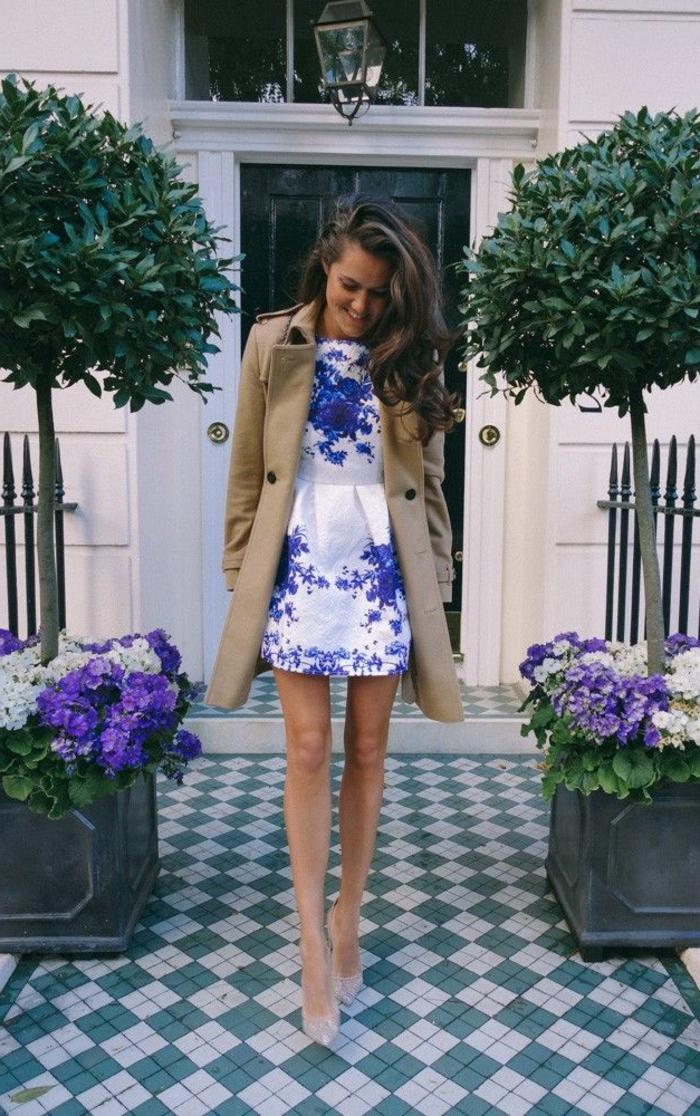 robe-de-soire-robe-cocktail-court-blanche-avec-dessins-florales-femme-elegante