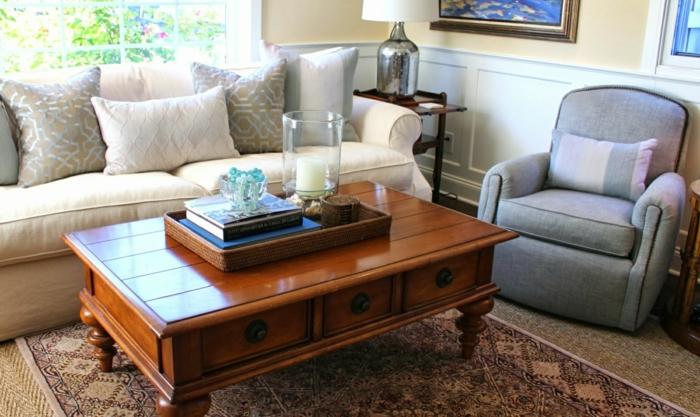 salon-aménagement-canapé-blanc-confortable-fauteuil-table-bas-tapis-double