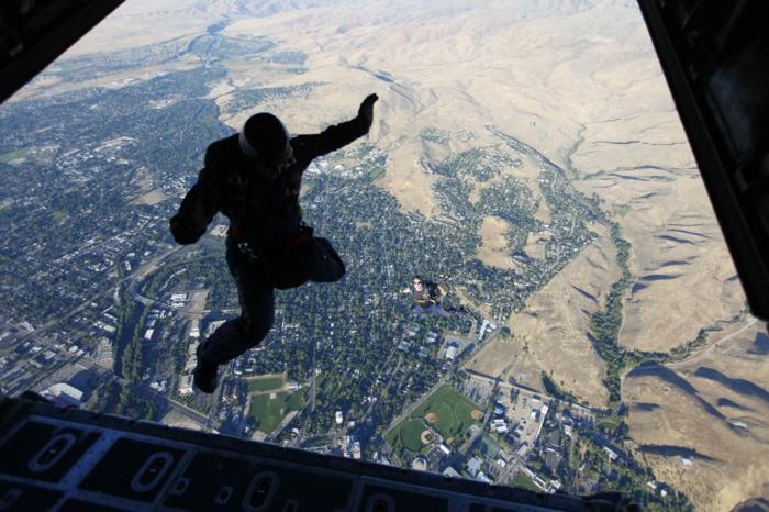 Inspirez-vous à faire votre saut en parachute d'avion