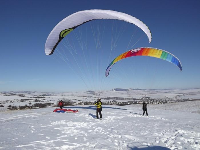 sauter-en-parachute-chute-libre-parachute-aventure-hiver