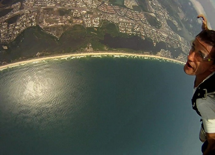 sauter-en-parachute-chute-libre-parachute-aventure-photo-la-mer-la-terre