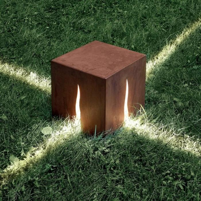 sculpture-acier-corten-matériaux-bruts-construction-pont-cube-lumière