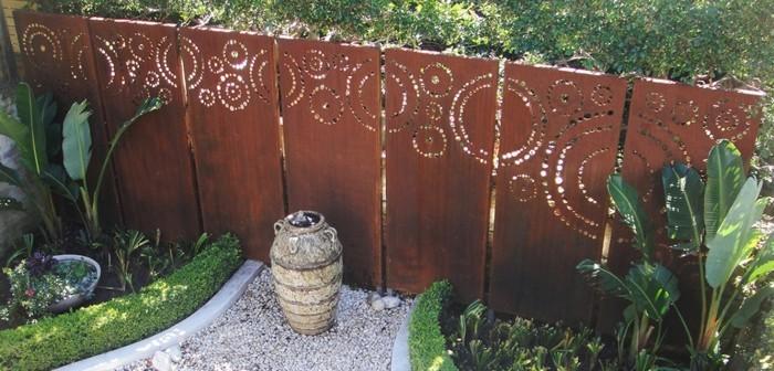 sculpture-acier-corten-matériaux-bruts-construction-pont-jardin