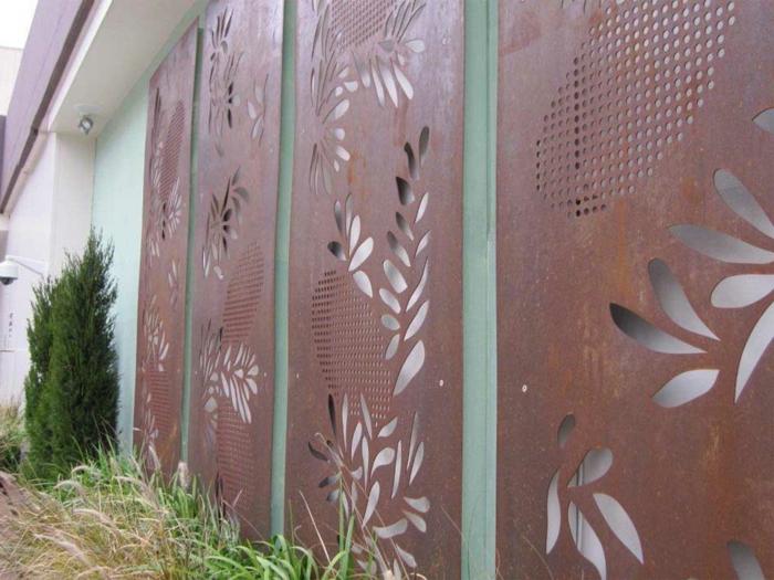 sculpture-d-acier-corten-matériaux-bruts-construction-pont -fence