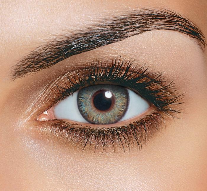 se-maquiller-avec-ombres-maquillage-yeux-bleu-vert-eyeliner-professionnel-resized