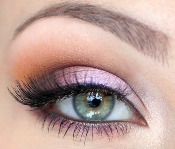 to-make-up-with-shadows-makeup-eyes-blue-green-pink eyeliner-resized