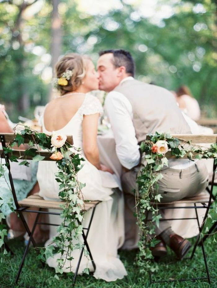 simple-et-pas-cher-decoration-pour-les-chiases-de-mariage-avec-fleurs-choisir-la-housse-de-chaise-pour-mariage