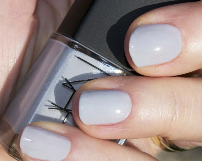 soigner-ses-mains-vernis-a-ongle-semi-permanent-gris-resized