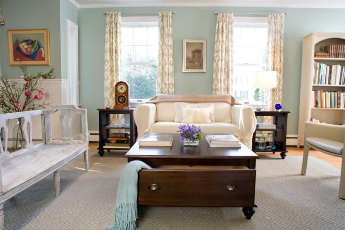 table-basse-avec-tiroir-banquette-blanche-sofa-trois-places-bibliothèque