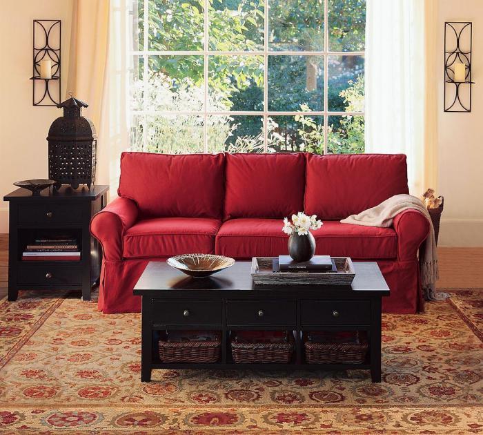 table-basse-avec-tiroir-et-étagère-en-bois-noir-sofa-rouge