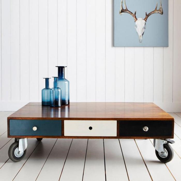 la table basse avec tiroir un meuble pratique et d co. Black Bedroom Furniture Sets. Home Design Ideas