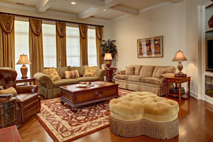 table-basse-avec-tiroir-pouf-capitonné-en-forme-de-coeur-rideaux-et-fauteuil-en-cuir