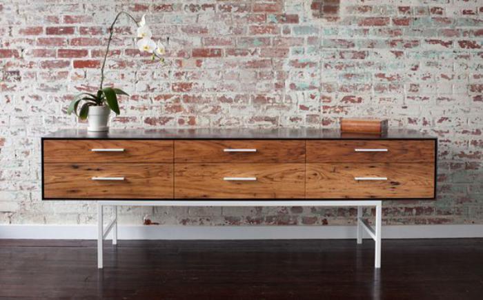 La table basse avec tiroir un meuble pratique et d co for Petit meuble a tiroir en bois