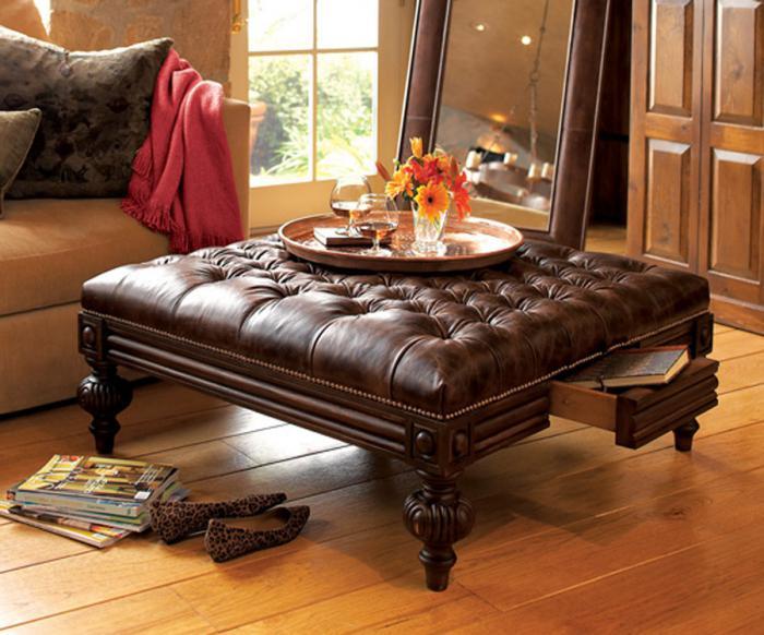 table-basse-avec-tiroir-table-extraordinaire-un-pouf-capitonné