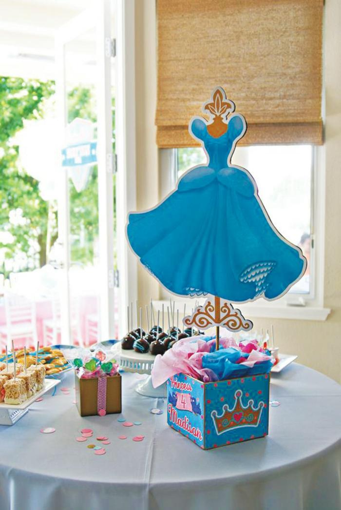 table-cendrillon-disney-cinderella-idées-déco-anniversaire-fille-gâteau-robe-de-princesse-anniversaire