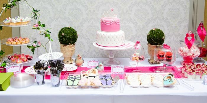 table-cendrillon-disney-cinderella-idées-déco-anniversaire-fille-gâteau-robe-de-princesse-gâteau-anniversaire-fille