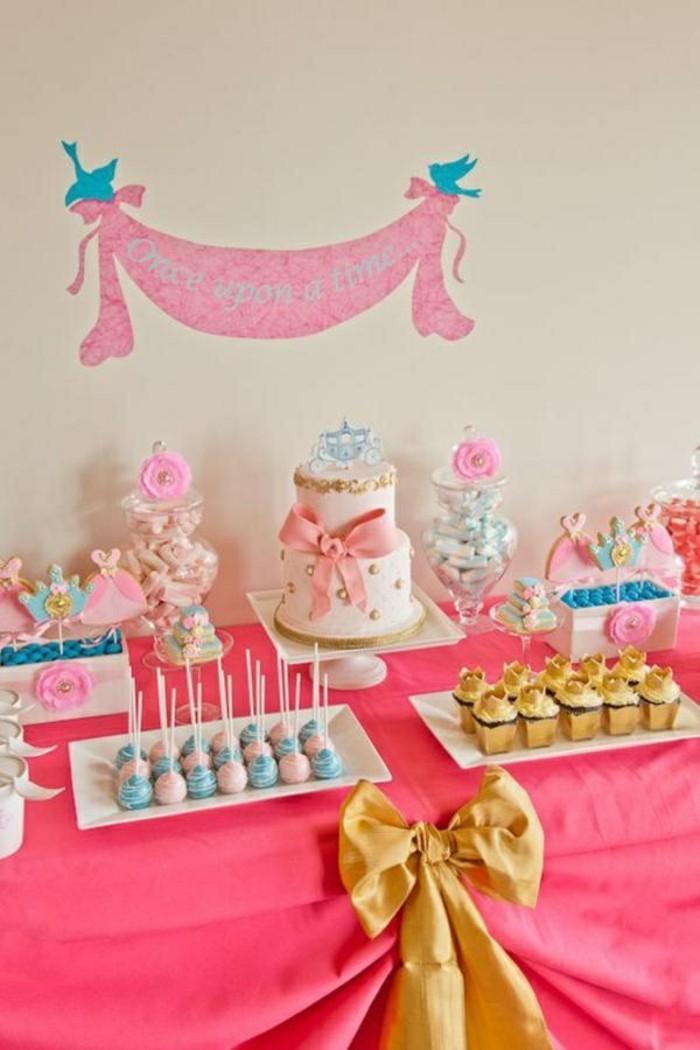 table-cendrillon-disney-cinderella-idées-déco-anniversaire-fille-gâteau-robe-de-princesse-table-sweets