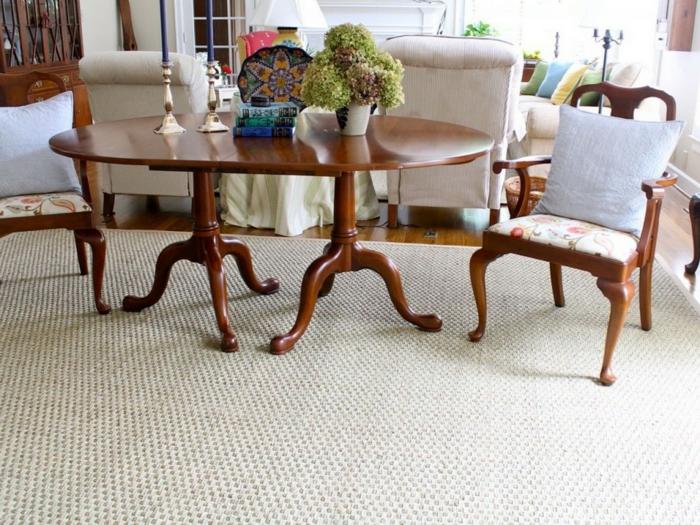 tapis-jonc-de-mer-aménagement-salle-de-séjour-idées-créatives-table-bois-chaises