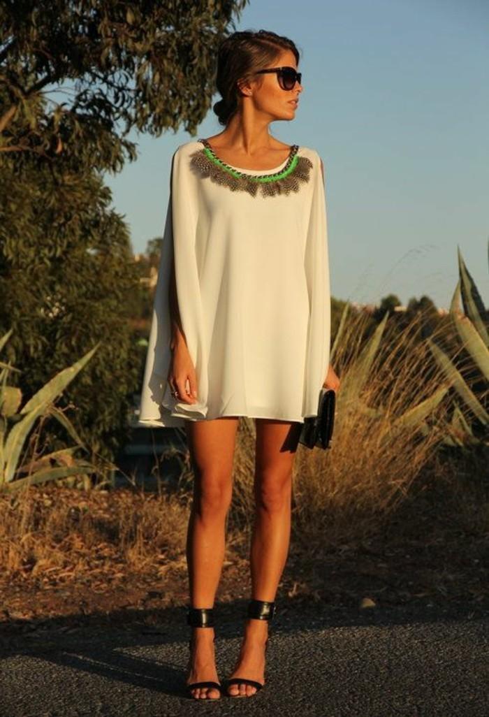tenue-chic-automne-2015-robes-droite-fluide-coucher-du-soleil-accessoire-plumes-bijoux