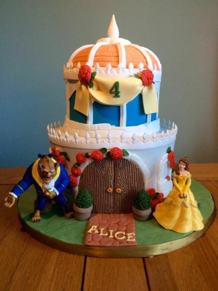 thématique-des-gâteaux-originales-de-mariage-idées-déco-fête-célébrer-avec-La-Belle-et-la-Bête-Gâteau-anniversaire