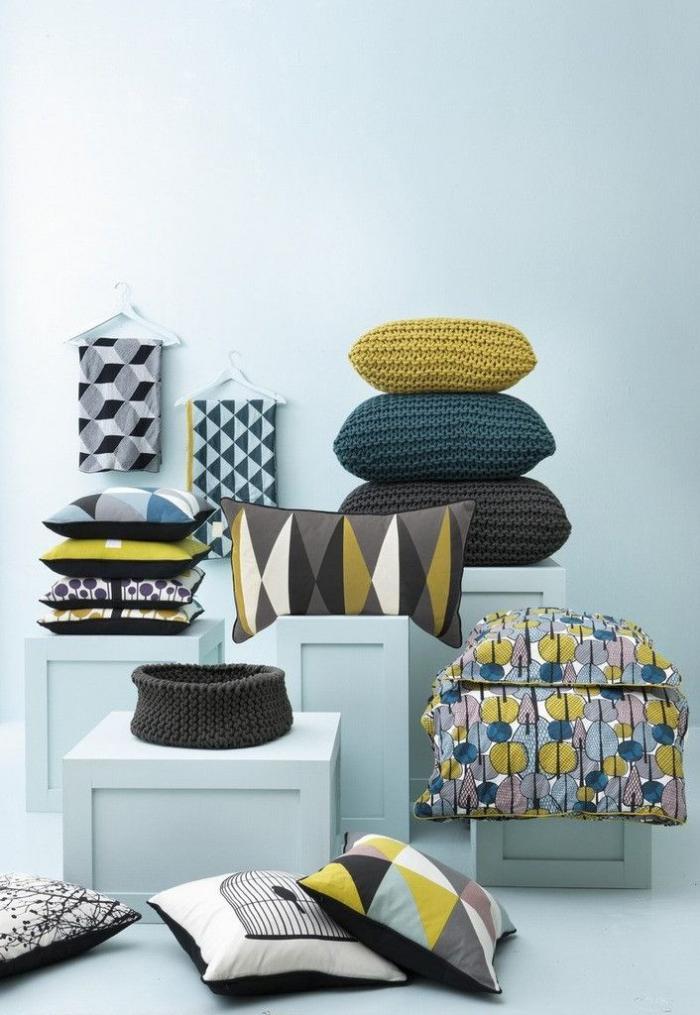 tissu-scandinave-coussins-déco-en-textile-et-en-tricot