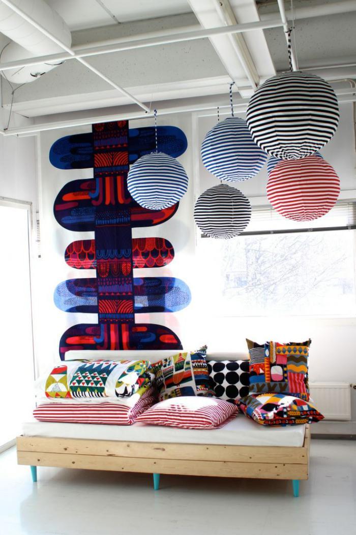 tissu-scandinave-motifs-graphiques-sur-des-coussins