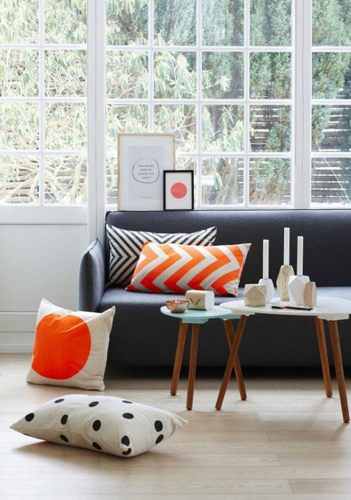 tissu-scandinave-sofa-gris-et-tables-gigognes-scandinaves