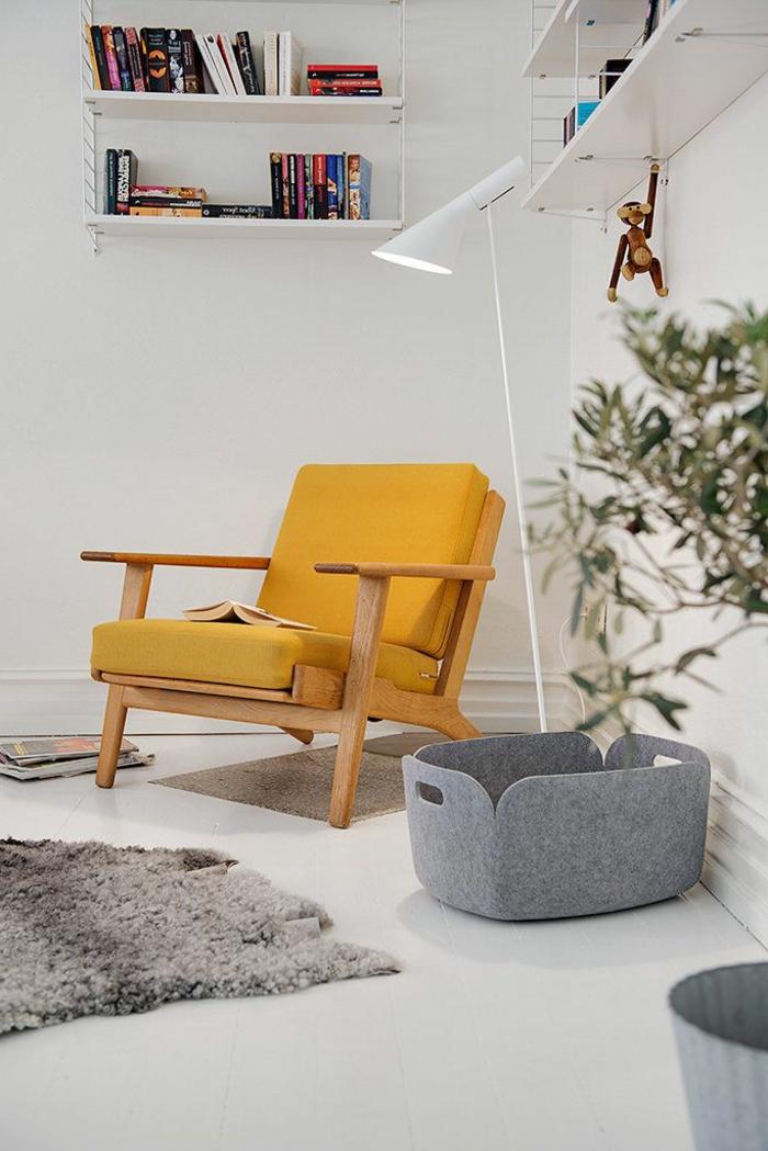 un-fauteuil-relax-pas-cher-de-couleur-jaune-pour-lire-des-livres