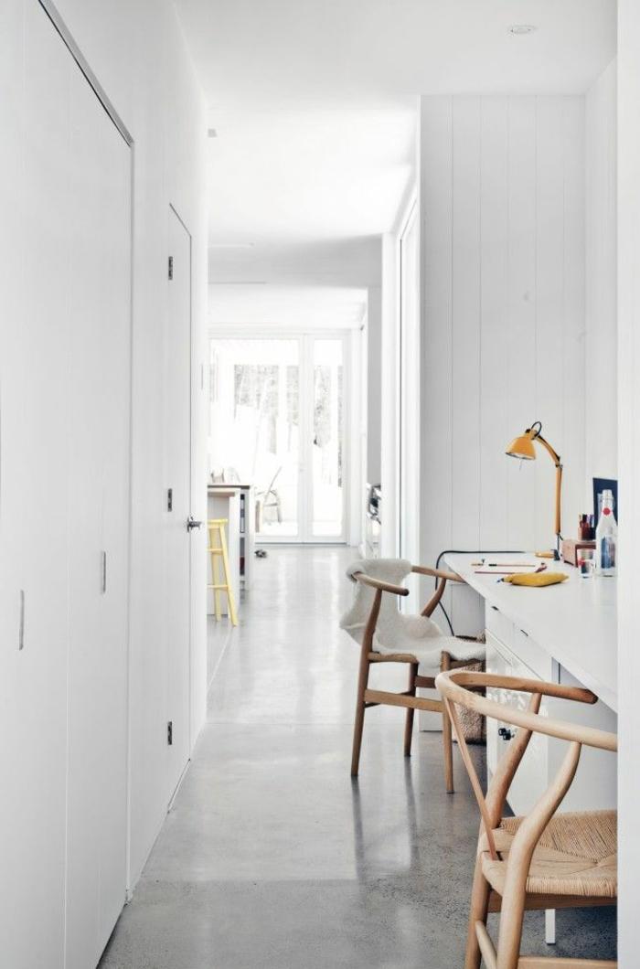 un-joli-appartement-avec-murs-blancs-et-sol-en-béton-ciré-dans-la-maison-contemporaine