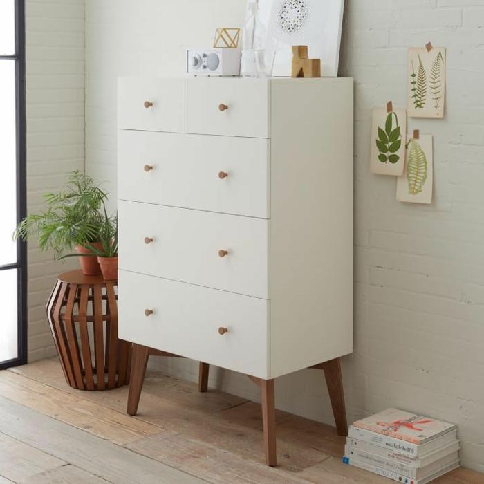 un-joli-bahut-moderne-blanc-pour-le-salon-avec-mur-de-briques-blancs-parquette-en-bois