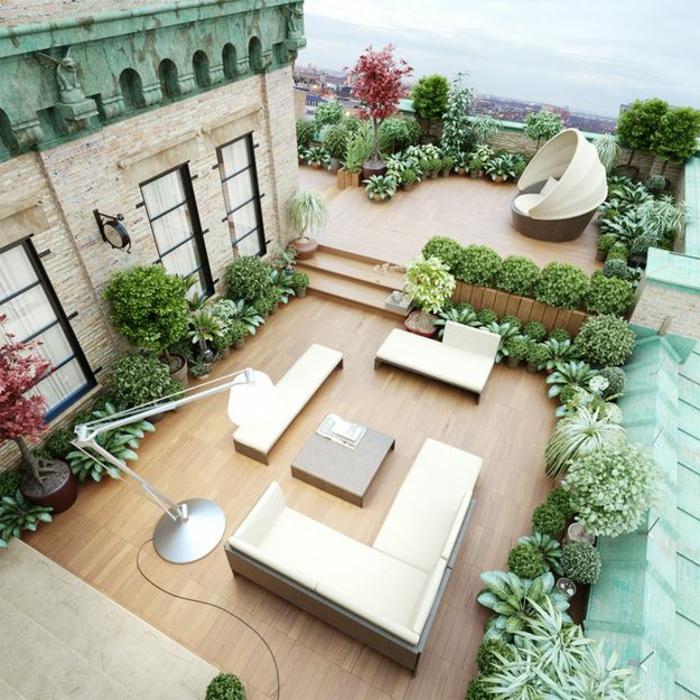 un-joli-balcon-avec-meubles-d-extérieur-en-bois-et-plantes-vertes-pour-le-balcon