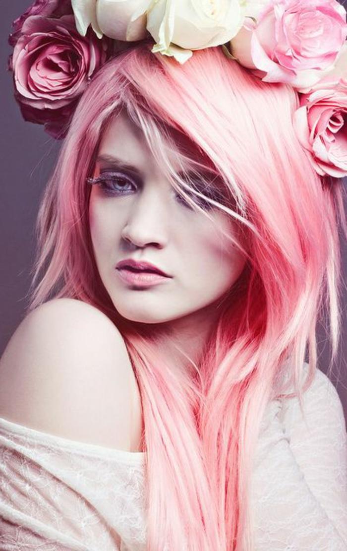 un-joli-maquillage-artistique-pour-les-filles-avec-cheveux-roses-une-couronne-de-fleurs
