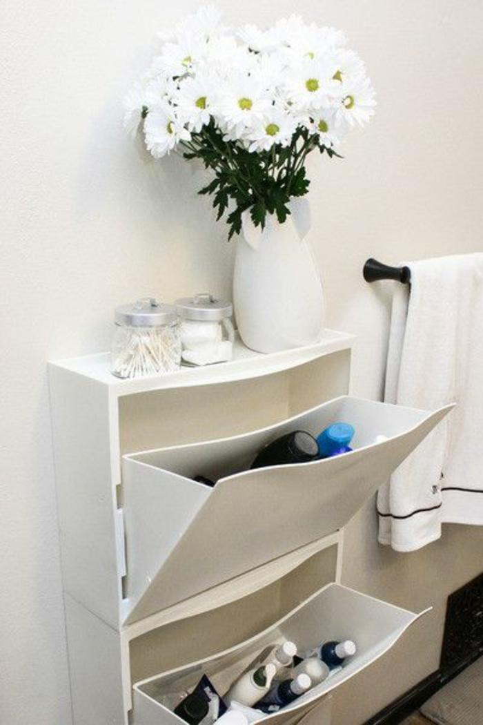 un-joli-meuble-chaussure-dans-le-couloir-moderne-meuble-blanc-en-bois