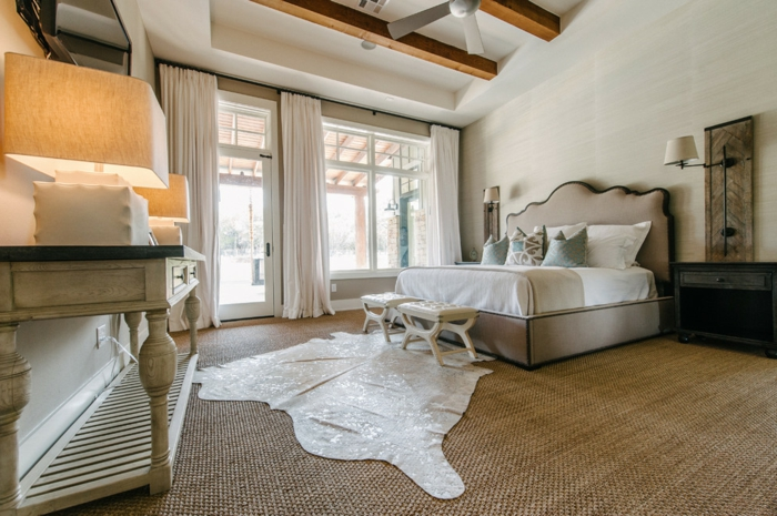 un-tapis-sisal-ou-jonc-de-mer-tapis-idée-comment-aménager-sa-chambre-à-cocher