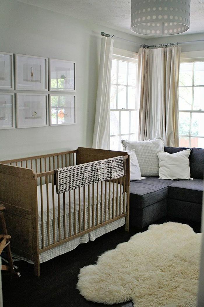une-élégante-chambre-bébé-avec-meubles-elegantes-rideaux-enfant-blancs-lit-d-enfant-en-bois