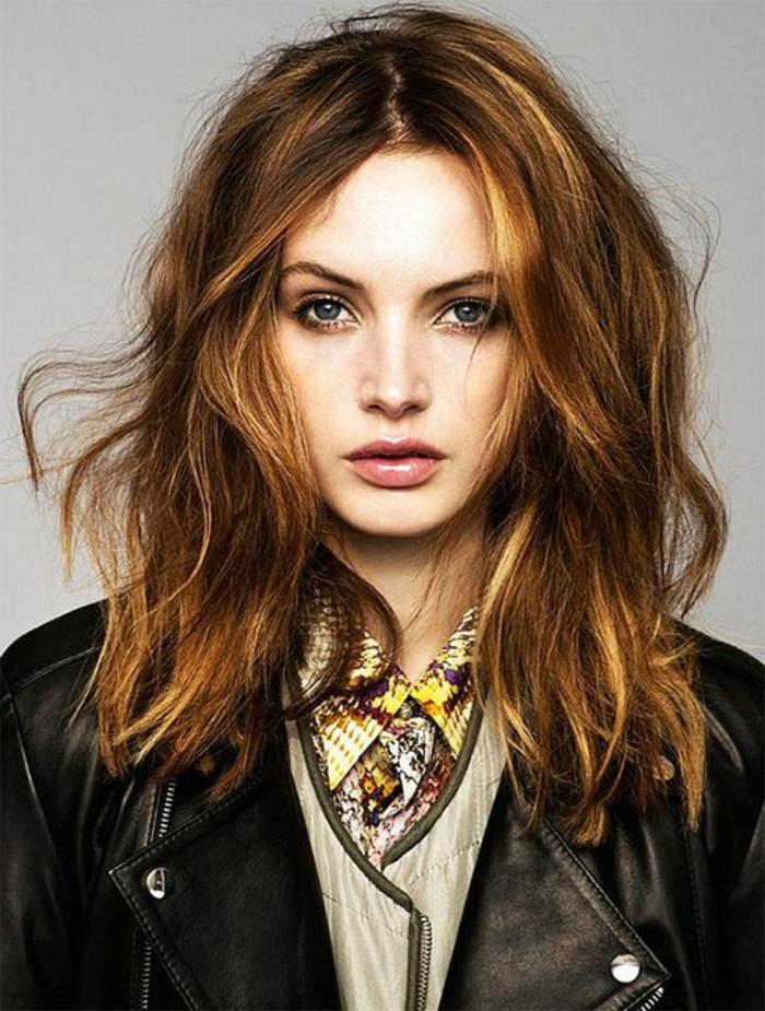 une-couleur-cheveux-tendance-2015-couleur-cheveux-châtain-veste-en-cuir
