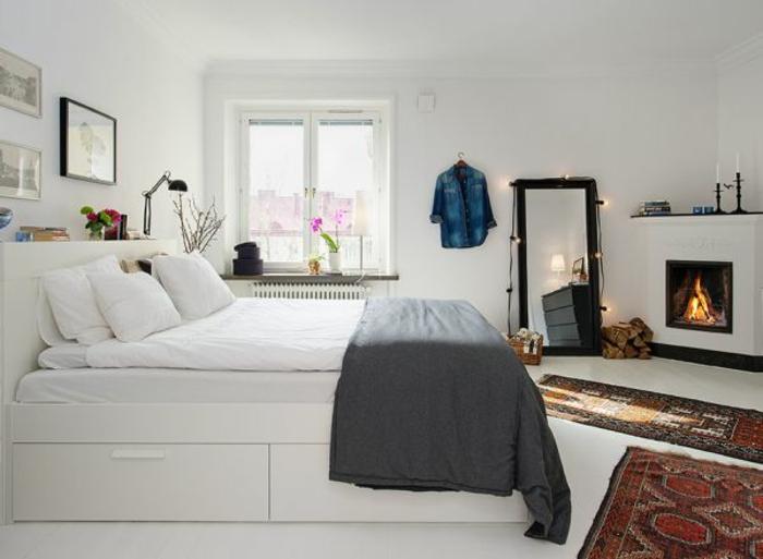 une-jolie-chambre-à-coucher-avec-meubles-blanches-et-murs-blanches-plafond-blanc