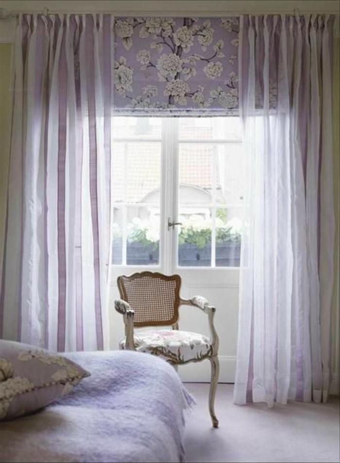 une-jolie-chambre-à-coucher-avec-un-rideau-violet-voilage-violet-dans-la-chambre