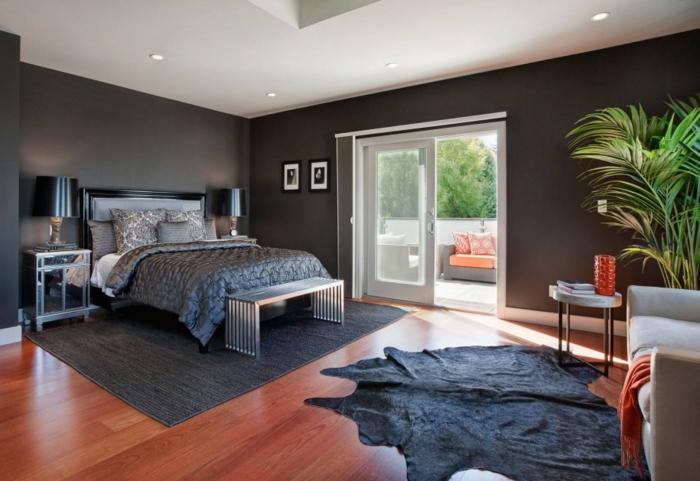 une-jolie-chambre-a-coucher-avec-peinture-murale-noire-tapis-en-peau-d-animal-noir-parquette