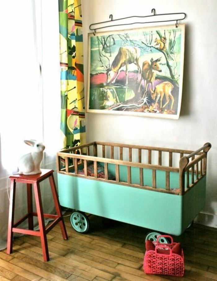 une-jolie-chambre-d-enfant-avec-rideau-occultant-enfant-et-peinture-murale