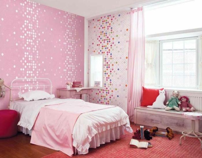 une-jolie-chambre-fille-avec-rideaux-voilage-enfant-rose-tapis-rose-pour-la-chambre-d-enfan