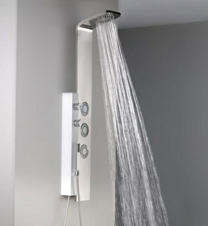 une-jolie-colonne-de-douche-castorama-murs-gris-dans-la-salle-de-bain