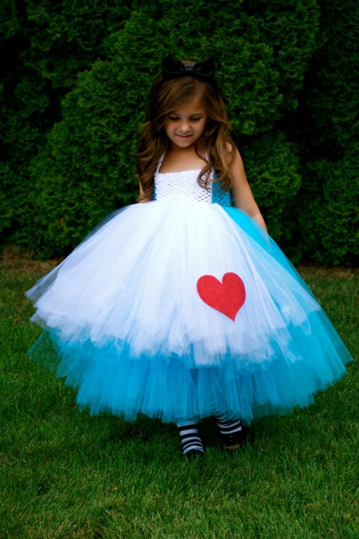 walt-disney-alice-au-pays-des-merveilles-idées-déco-table-anniversaire-fille-robe