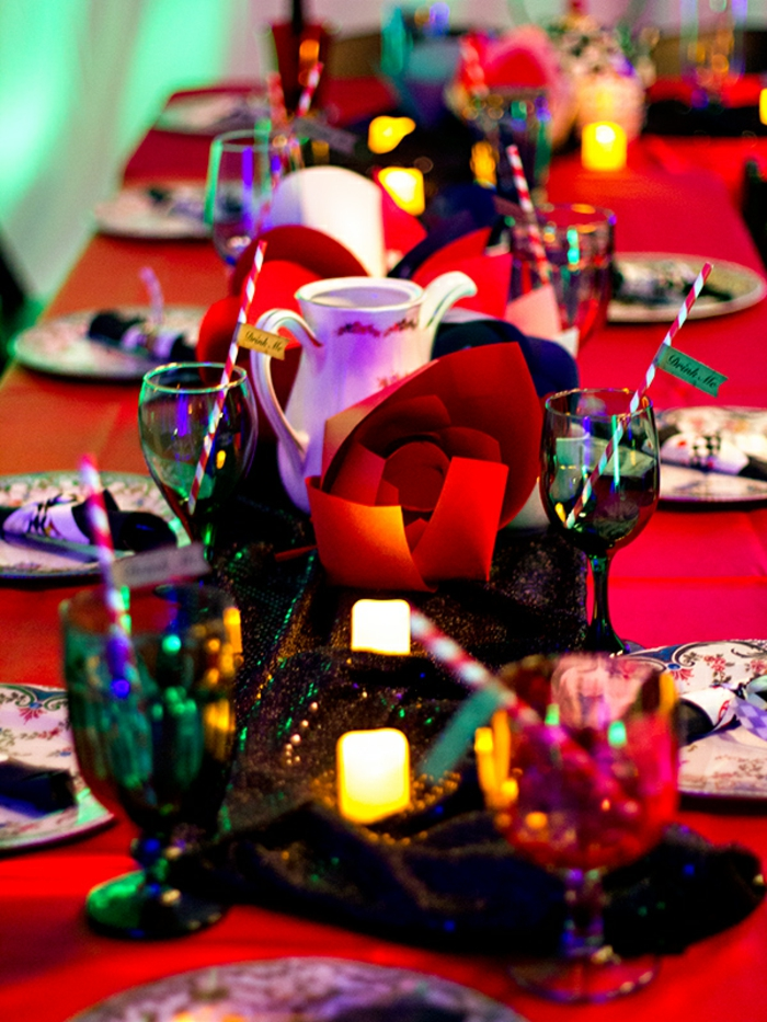 walt-disney-alice-au-pays-des-merveilles-idées-déco-table-anniversaire-rouge