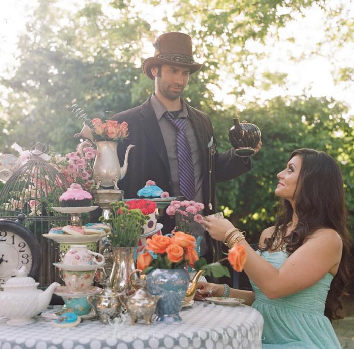 walt-disney-alice-au-pays-des-merveilles-idées-déco-table-anniversaire-tea-party-avec-le-feu