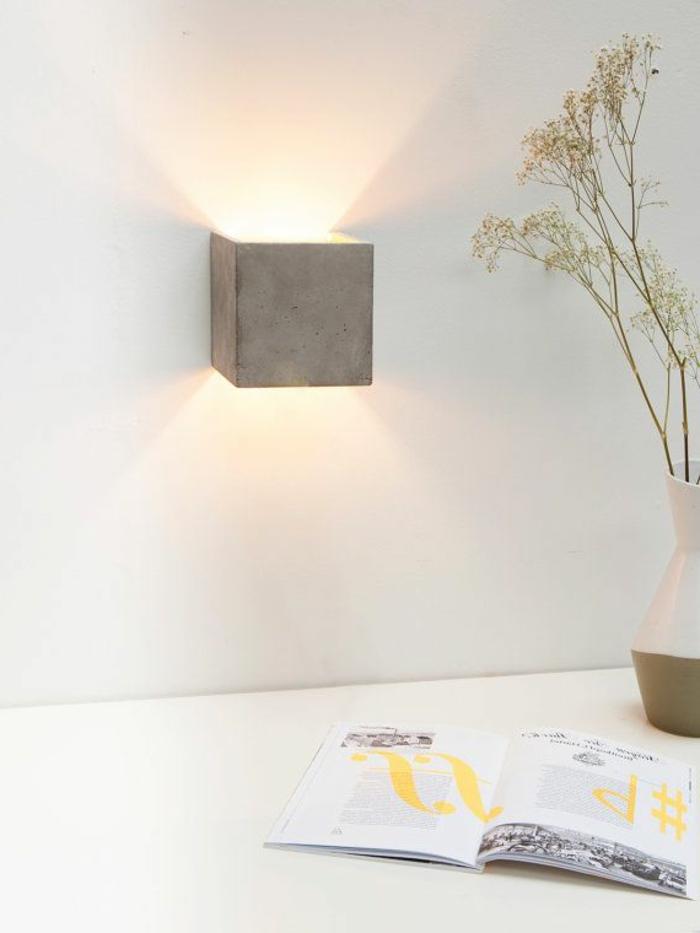 éclairage-indirect-comiche-eclairage-indirect-dans-l-entree-de-la-maison-mur-blanc