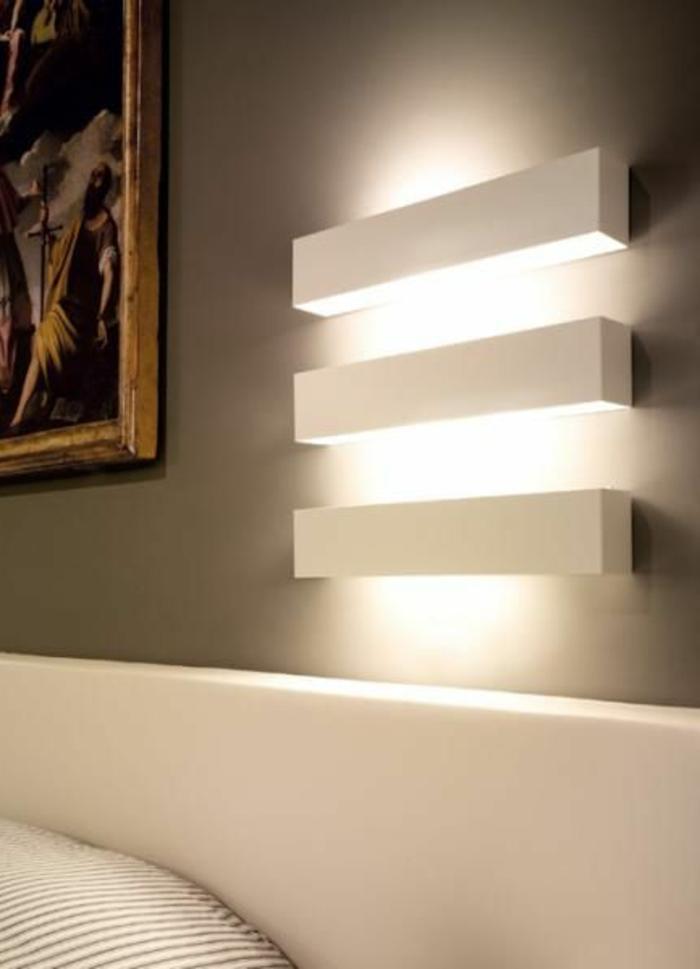 éclairage-indirect-dans-la-chambre-a-coucher-avec-murs-gris-joli-mode-de-decoration-interieur-moderne