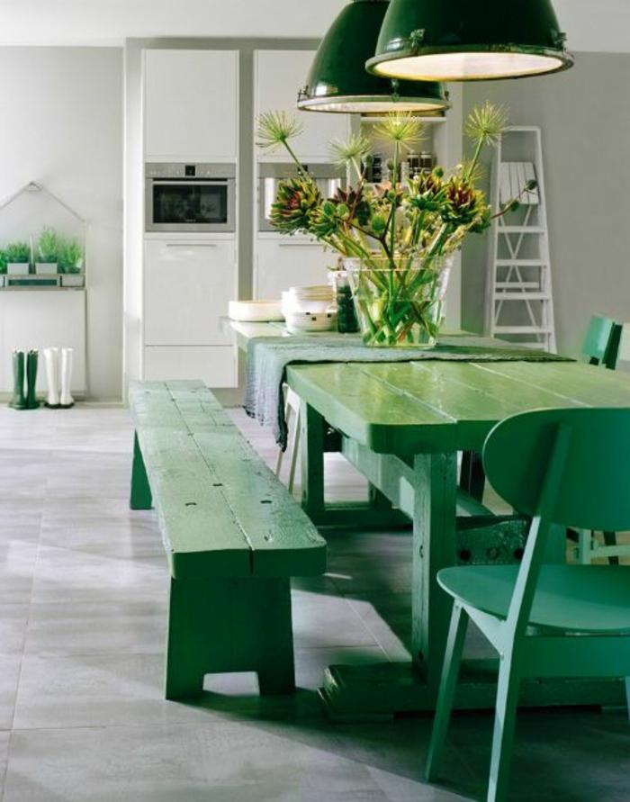 0-44-jolis-meubles-symbolique-de-couleur-vert-pour-bien-aménager-la-cuisine-table-en-bois-vert